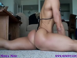 Monica-Mowi naughty bum