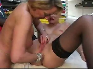 French experienced lesbos toying and rectal fisting