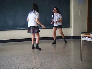 2 Lasses fighting at school