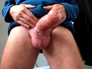 Shake my pumped foreskin dick 02