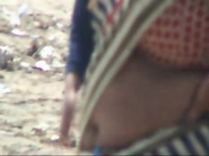 Chennai aunty navel show in Beach