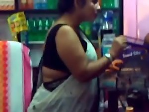 Sleeveless Aunty in Great market