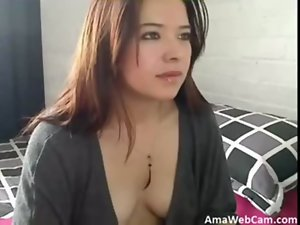Bombshell peruvian plays with cam