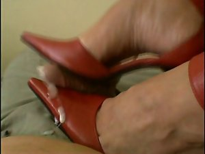 CBT red pumps with cum