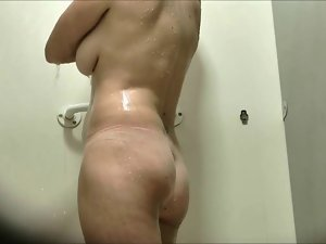 Dutch Cougar Voyeur Shower
