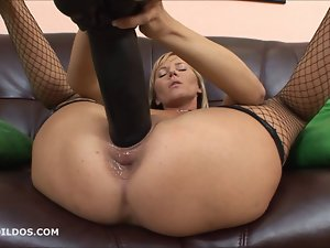 Kate playing with a massive ebony brutal rubber toy in HD