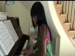 She Play the Piano with her Black Bum