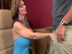 Seductive mom in spex tugging pecker and cant get enough
