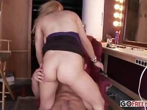Sensual blond Alyssa Lynn with huge hooters banged and accepts facial