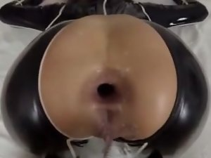 She love extremely huge shafts in her butt