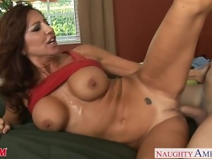 Buxom mamma Tara Holiday banging