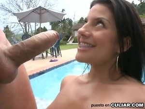 colombian Lewd in the pool