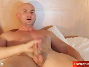 Hetero lad serviced : Alexis natural str8 get wanked his xxl big cock by a chap !