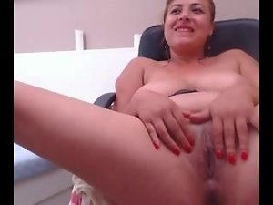 Dampish and alluring amateur snatch