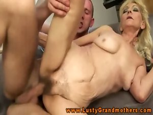 Amateur attractive mature GILF is riding a prick