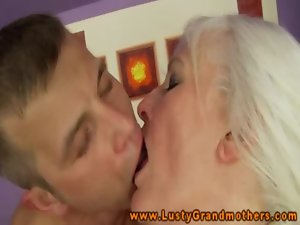 Amateur attractive mature grandmother gives rimjob
