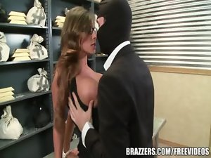 Madison Ivy&#039_s flawless bum gets split by her boss&#039_s phallus