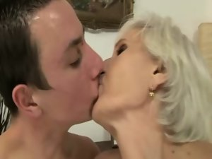 Aged granny pussylicked afer licking dick