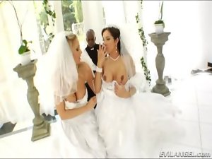 Adorable brides Francesca Le and Julia Ann bum screwed by jumbo ebony dick
