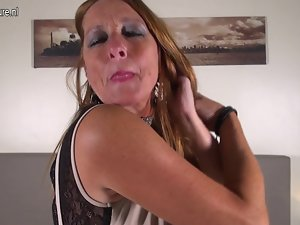 Sensual Dutch experienced mother with hungry pussy