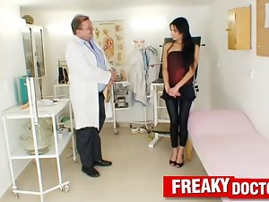 Teensy chick Victoria Rose grinded by a gynecologist