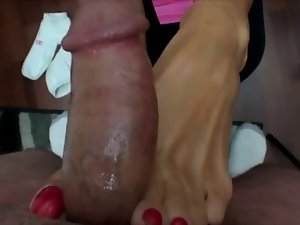 Nikkis with red toes makes a footjob