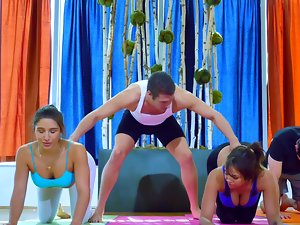 Good butt yoga ladies screwing in a sweaty dirty foursome