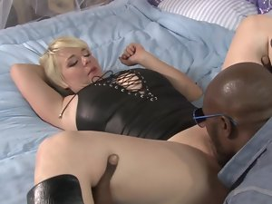 A light-haired with short hair absolutely likes black young men to ram her