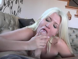 A blond with a huge bum is getting her narrow pussy kissed