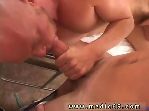 Luscious doctor rubs a patients and gets licked off