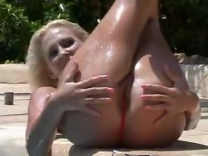 Light-haired bikini slutty girl gets her muff tanned
