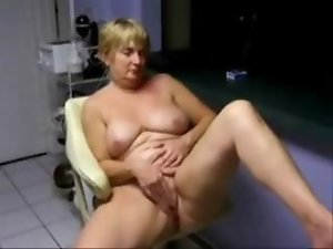 My aged nympho masturbating for all internet viwers