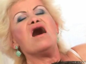 Chesty grandma delights huge shaft in her cunt