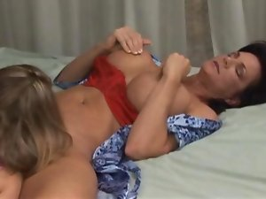 Deauxma lezzies sex with 19 years old enjoying bedroom