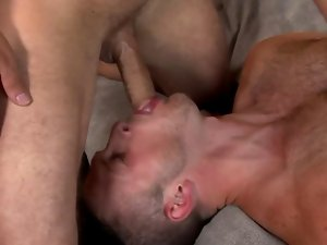 Bottom stud gets pornstart pecker in mouth before he gets butthole