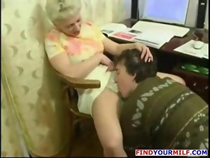 Aged alluring Cougar get huge 18 years old penis