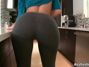 Big naughty bum lassie in yoga pants loves film