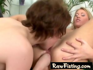 Alisya Mee delights asshole fisting