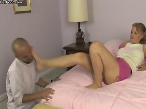 Foot Domination - roxxie