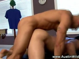 Muscular hotty gets drilled and stroked