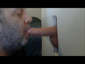 TWINK MOANING AT GLORYHOLE