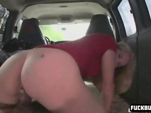 Blondie gal gets in a car with stranger